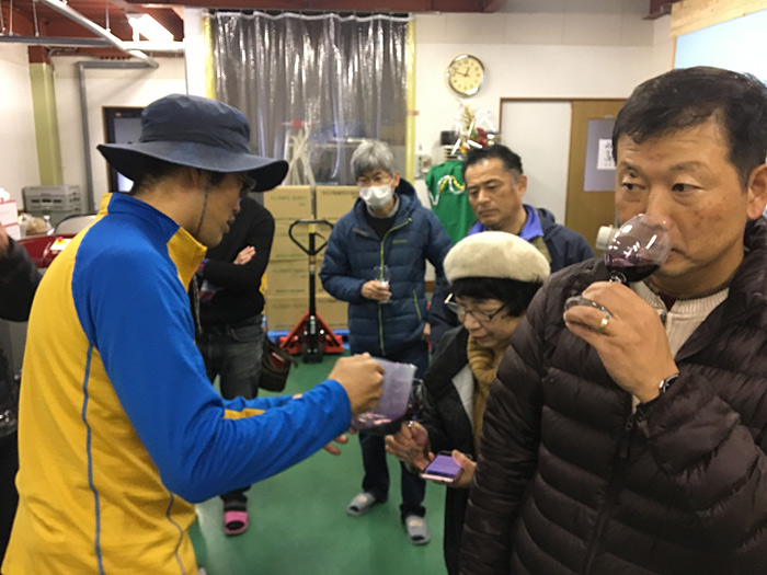 ぶどう畑作業体験&ワイナリー見学/備後ワインクラブ